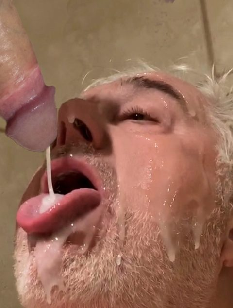 Subslutpleaser enjoys a hot load right from the tap